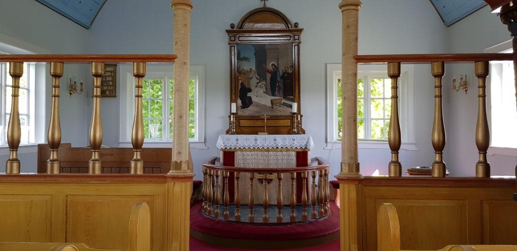 Kirche innen in Laufás